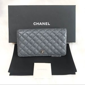 {CHANEL} Caviar Micro Quilted Yen Wallet Grey